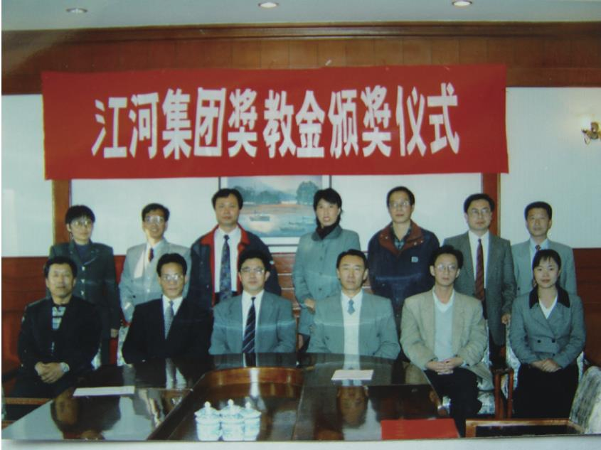 Jangho established Faculty Fellowship in Northeastern University in 1998.