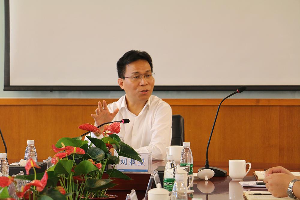 集团董事长刘载望先生莅临广州江河幕墙指导工作并主持召开干部座谈会