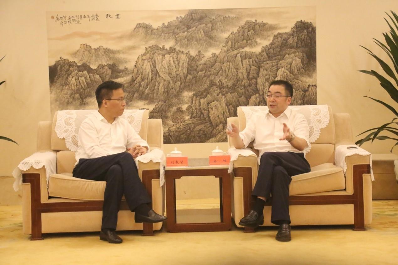 刘载望董事长与成都市青白江区领导在蓉举行会谈