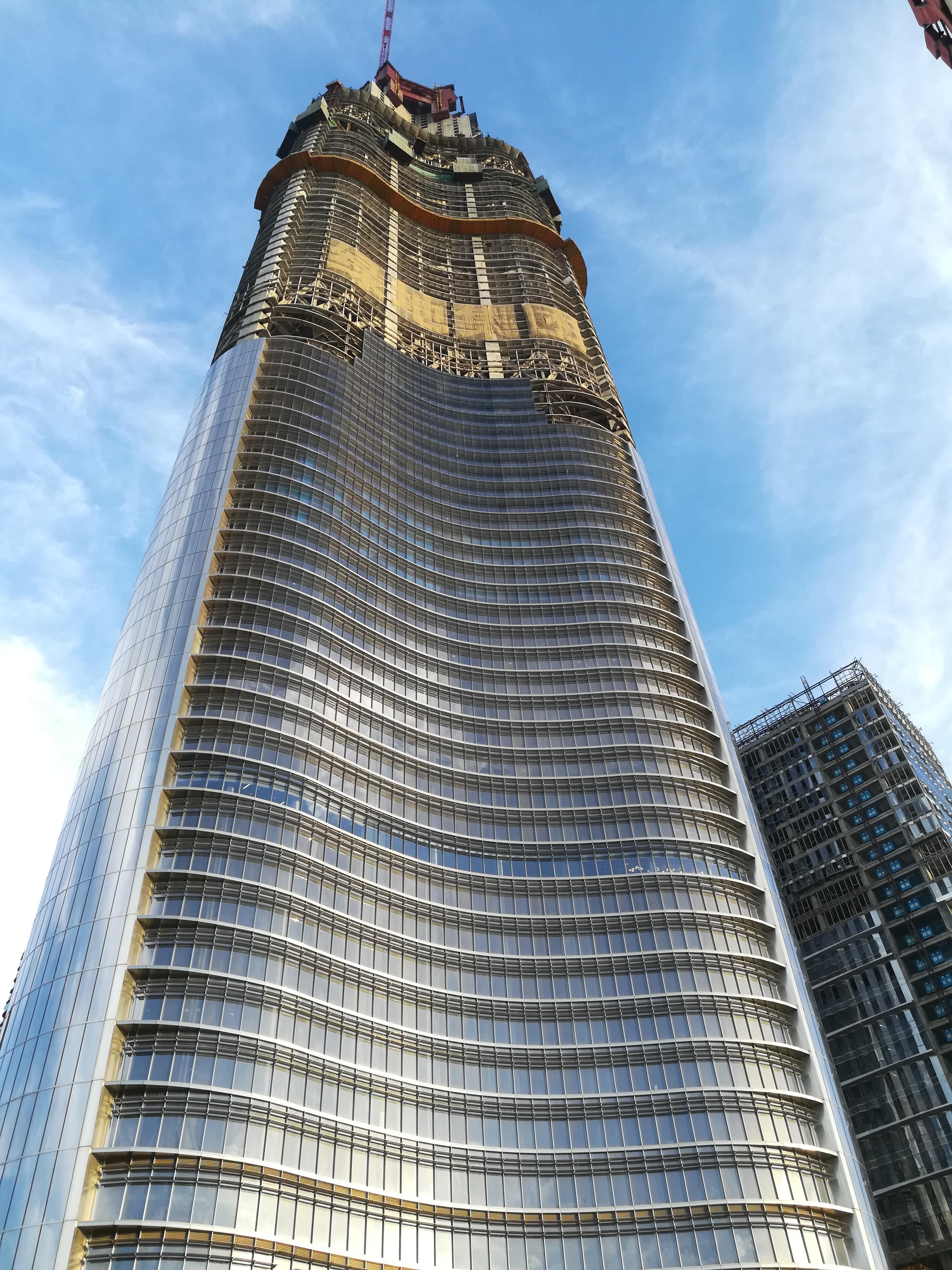 王者风范——中国第一高楼武汉绿地636幕墙 安装高度突破200米
