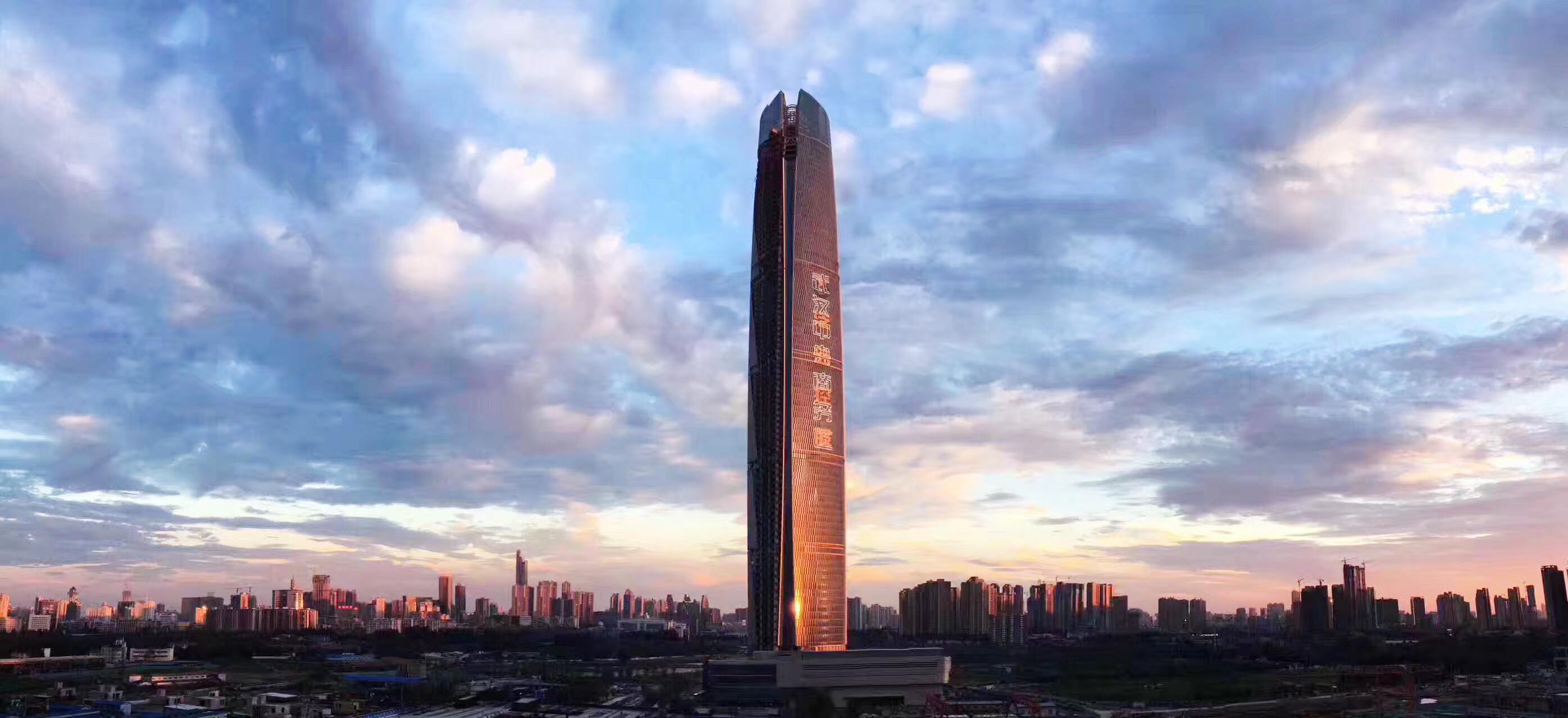 华中第一高楼——武汉中心大厦幕墙顺利进入大面收尾阶段