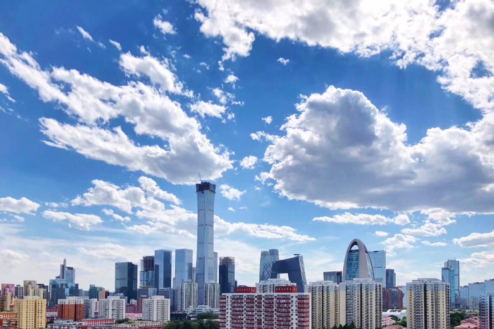 """江河幕墙用""""超高层单元式幕墙吊运安装新体系""""为北京第一高""""中国尊""""穿外衣(图)"""