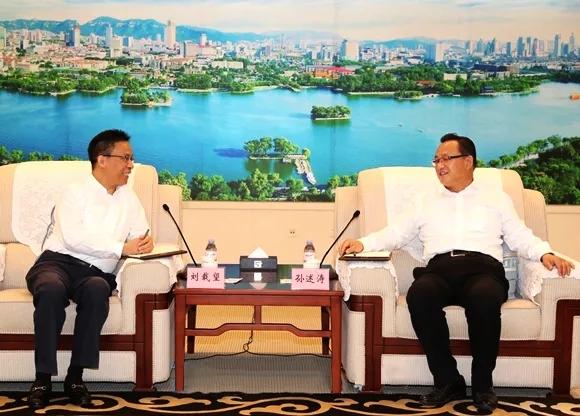 劉載望董事長與濟南市委副書記、市長孫述濤舉行會談